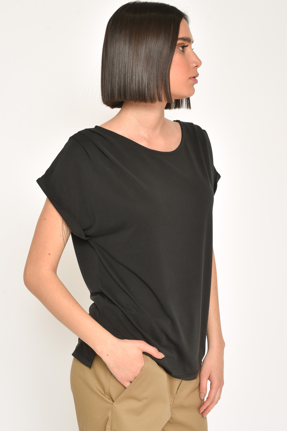 T-SHIRT LINEA MORBIDA CON SCOLLO A BARCA for women - BLACK - Paquito Pronto Moda Shop Online